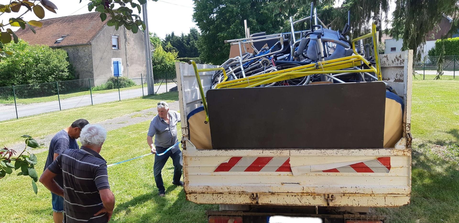 Le camion pour le Donjon est complet!