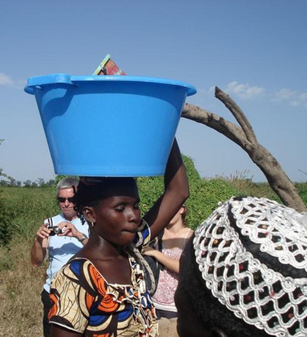 Le transport de l'eau en brousse